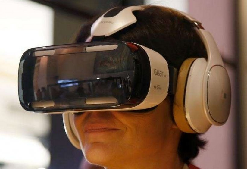 Virtual Reality Headset Oculus Rift Samsung Gear VR PlayStation VR The International Consumer Electronics Show, PNG, 1258x862px, Virtual Reality Headset, Audio, Audio Equipment, Camera, Camera Accessory Download Free