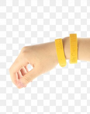 Hand With A Mosquito Repellent Bracelet - Mosquito Bracelet Wristband Insect Repellent PNG