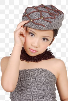 Female Model Wearing A Hat - Woman With A Hat Knit Cap PNG